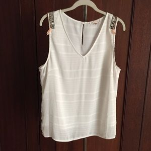 Skies are blue sleeveless top w beaded shoulder XL